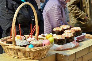 Пасхальные куличи подарили жителям района. Фото: Анна Быкова