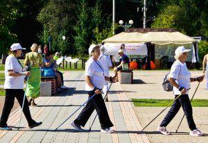Горожан пригласили на занятие по скандинавской ходьбе в парк «Фестивальный». Фото: архив, «Вечерняя Москва»