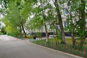 Сотрудники «Жилищника» приведут в порядок 22 дворовые территории в районе. Фото: Анна Быкова