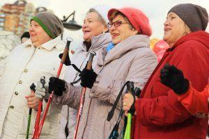 Жители района поучаствуют в скандинавской ходьбе. Фото: Наталия Нечаева, «Вечерняя Москва»