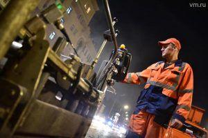 Сотрудники «Жилищника» проведут ямочный ремонт асфальта в районе. Фото: Антон Гердо, «Вечерняя Москва»