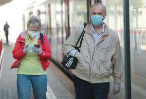 Москвичам напомнили о важности ношения масок и перчаток в период пандемии. Фото: Наталия Нечаева, «Вечерняя Москва»