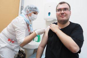 Ученый напомнил о важности вакцинации. Фото: Антон Гердо, «Вечерняя Москва»