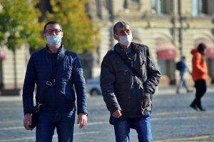 В ходе рейда по торговым центрам ЗАО 29 октября выявили 64 «безмасочников». Фото: Анна Быкова