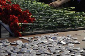 Память о воинах-интернационалистах почтили возложением цветов к монументу в районе. Фото: Денис Кондратьев