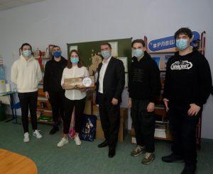 Активисты Молодежной палаты района приняли участие в благотворительной акции. Фото: предоставили в Молодежной палате района