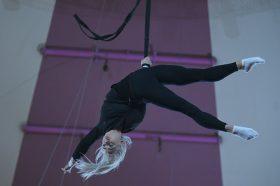 Открытый урок акробатики организует районный досуговый центр. Фото: Александр Кожохин, «Вечерняя Москва»